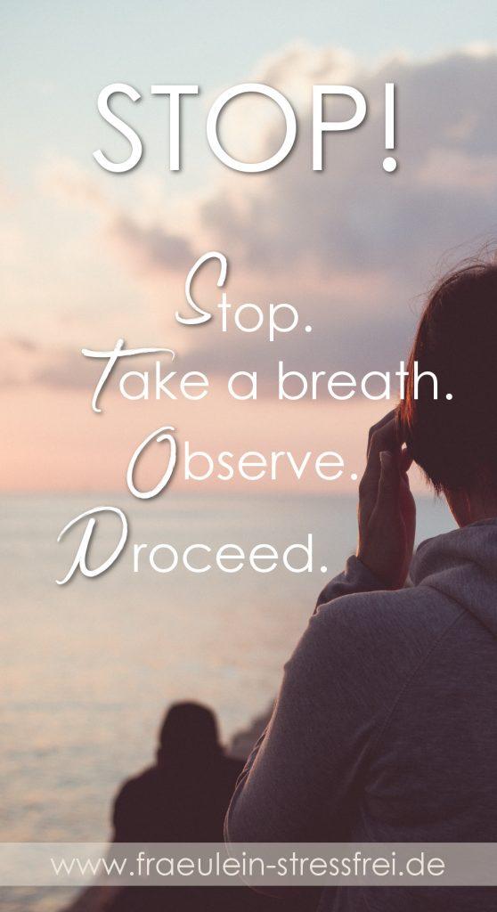 Stop. Eine kurze Achtsamkeitsübung für Zwischendurch. Mit Achtsamkeit kommst du im Hier und Jetzt an. Stop. Take a breath. Observe. Proceed.
