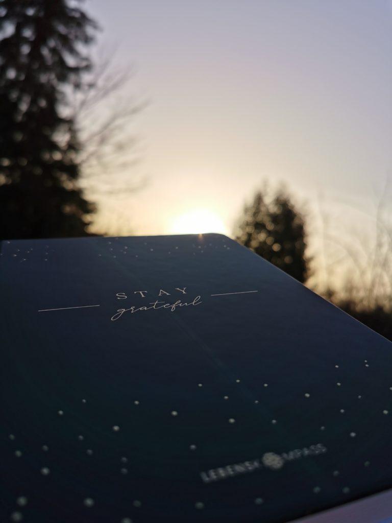 Stay grateful - Bullet Journal von Lebenskompass. Ich nutze es als Dankbarkeitstagebuch und Erfolgstagebuch.